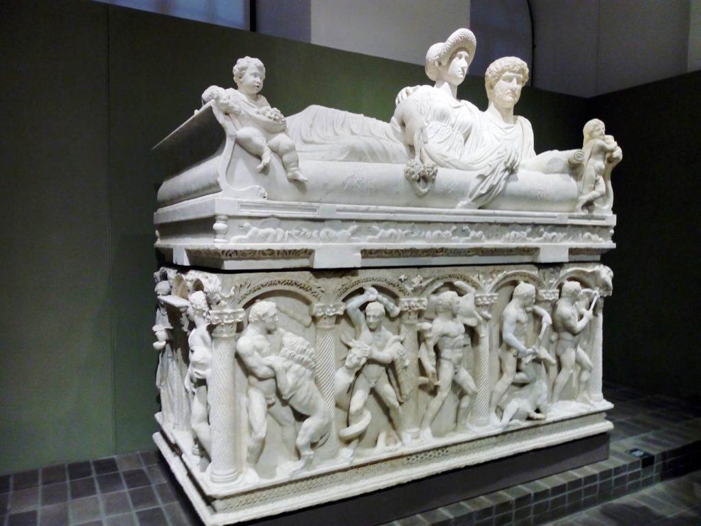5 Sarcophagus