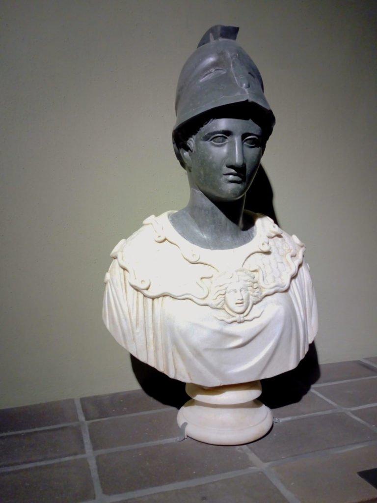 18 Athena Cesarini